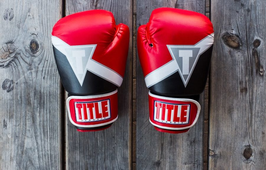 Welke boksuitrusting is essentieel voor de eerste wedstrijd van een kind?